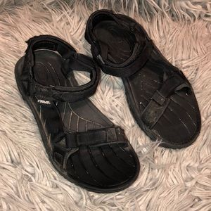 Teva rugged 6465 black Velcro strappy sandals 7.5